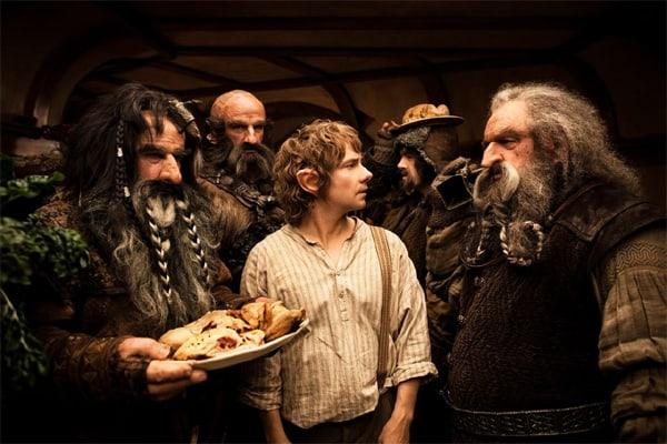 Bilbo Baggins u društvu ostalih Hobbita