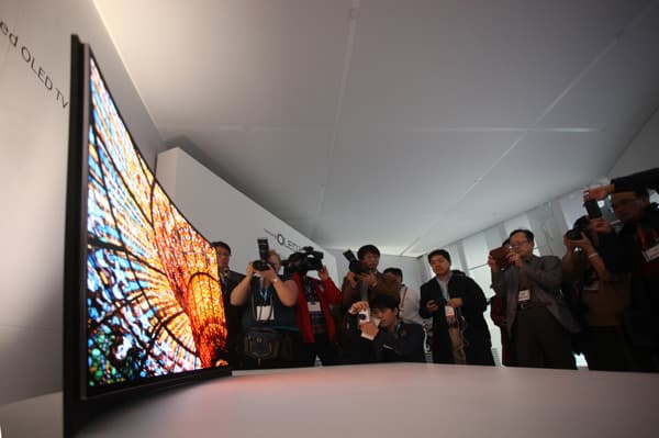 Curved_OLED-TV_1
