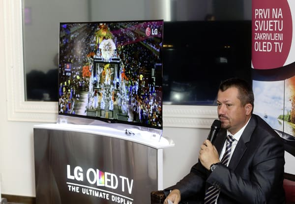 mario-medved-lg-curved-oled