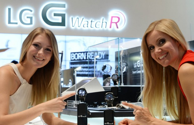 LG_IFA 2014_G Watch R_with models 1