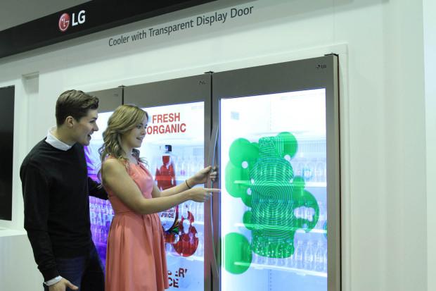 LG Transparent Display Dooler Door 01_ISE 2015