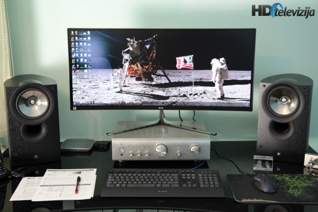 lg-34uc97-on-desk