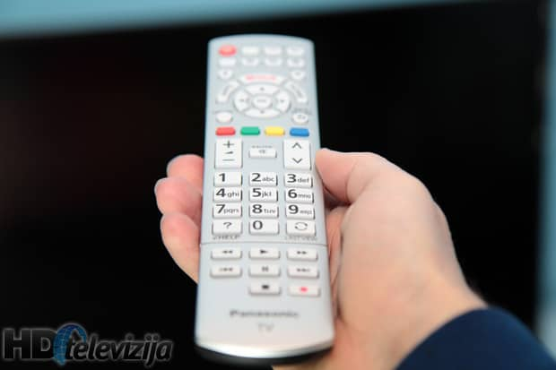 Panasonic-cx680E-remote-in-hand