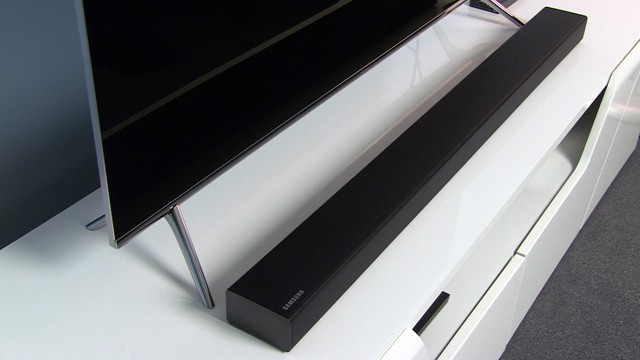 samsung-49ks7002-and_soundbar