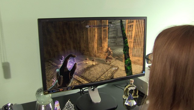 Philips-328P6-gaming-skyrim