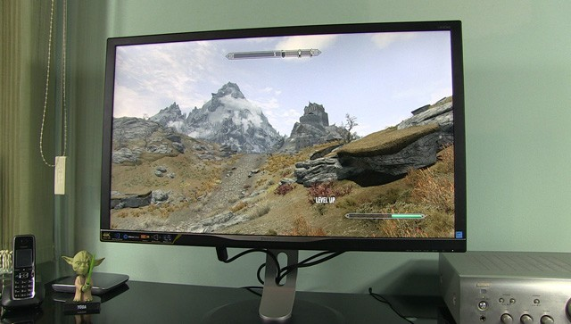 Philips-328P6-gaming-skyrim3