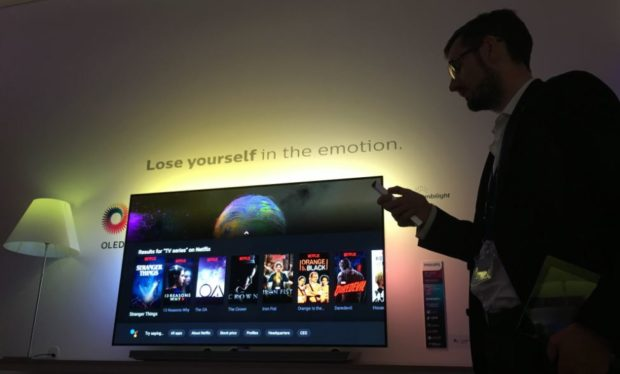 philips-ifa2017-new-remote-and-65pos9603-oled-tv