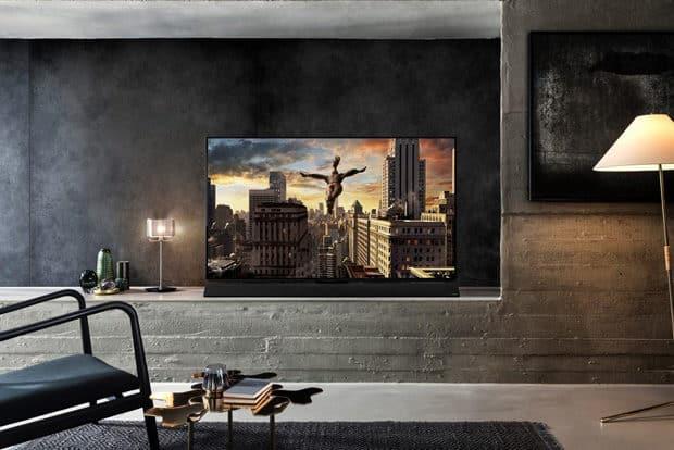 Panasonic-OLED-TV-FZ950-Lifestyle
